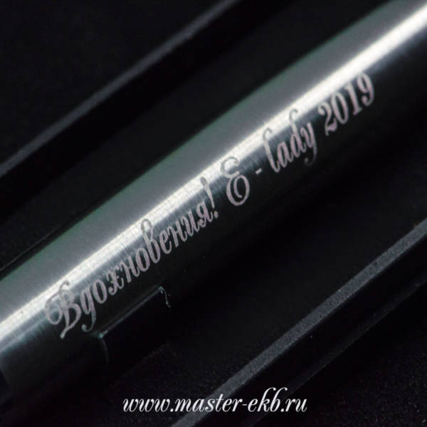 Шариковая ручка серебро